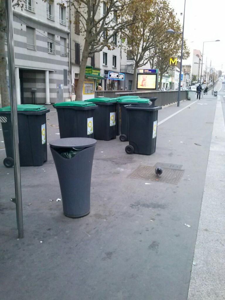 Armée de poubelles